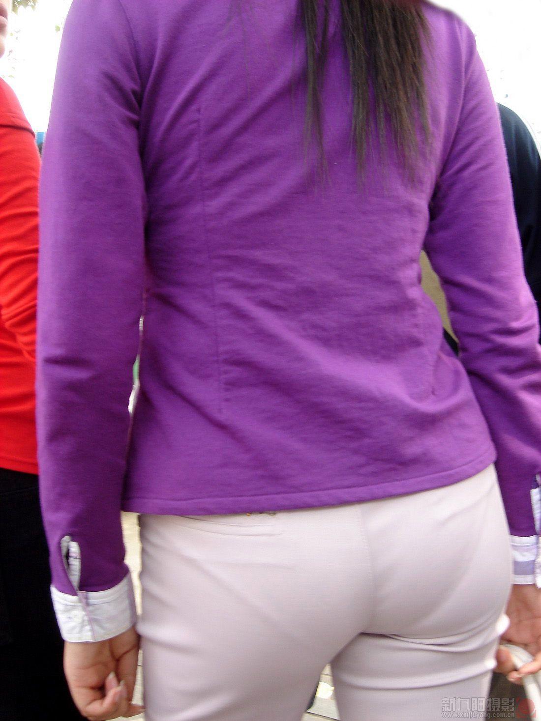 Белые трусики под штанами
