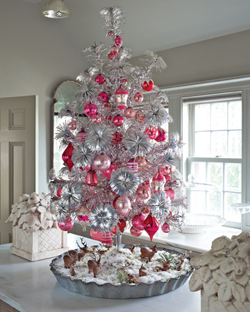 Pink Thing Of The Day: Aluminum Christmas Tree with Pink Ornaments ...