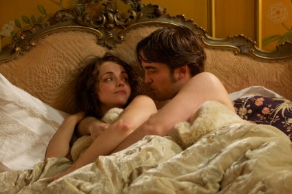 Christina Ricci and Robert Pattinson in Bel Ami