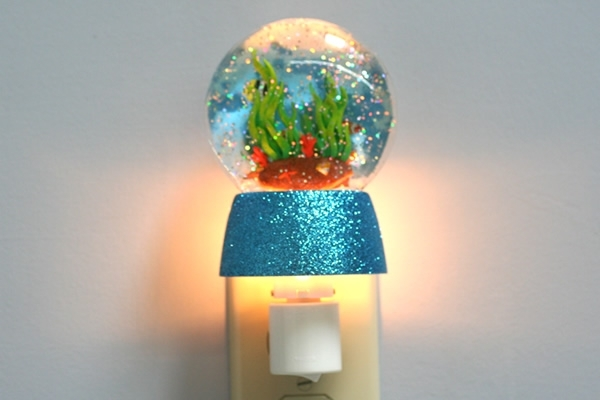 Fish tank glitterdisk night light the worleygig for Fish tank night light