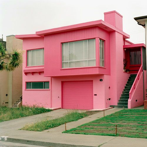 Pink house the worley gig for Casas pintadas exterior
