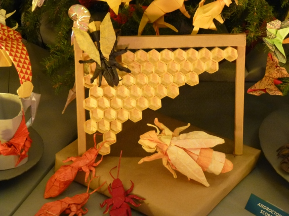 Origami Bees with Honeycomb