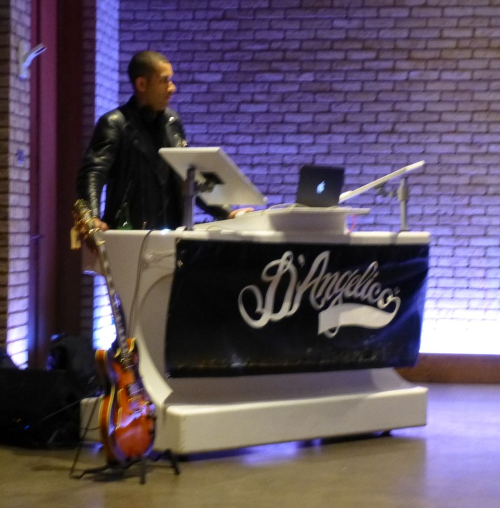 Awesome DJ