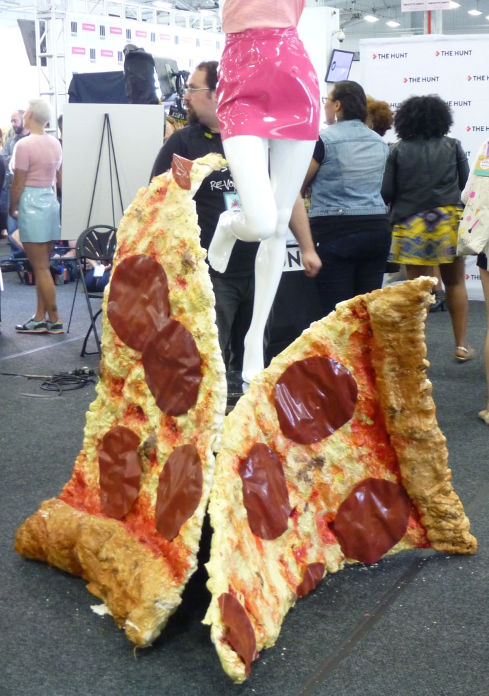 Me Undies Pizza Slice Display