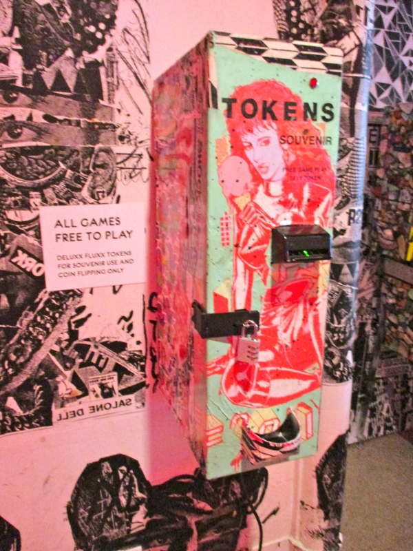 Faile Souvenir Token Machine