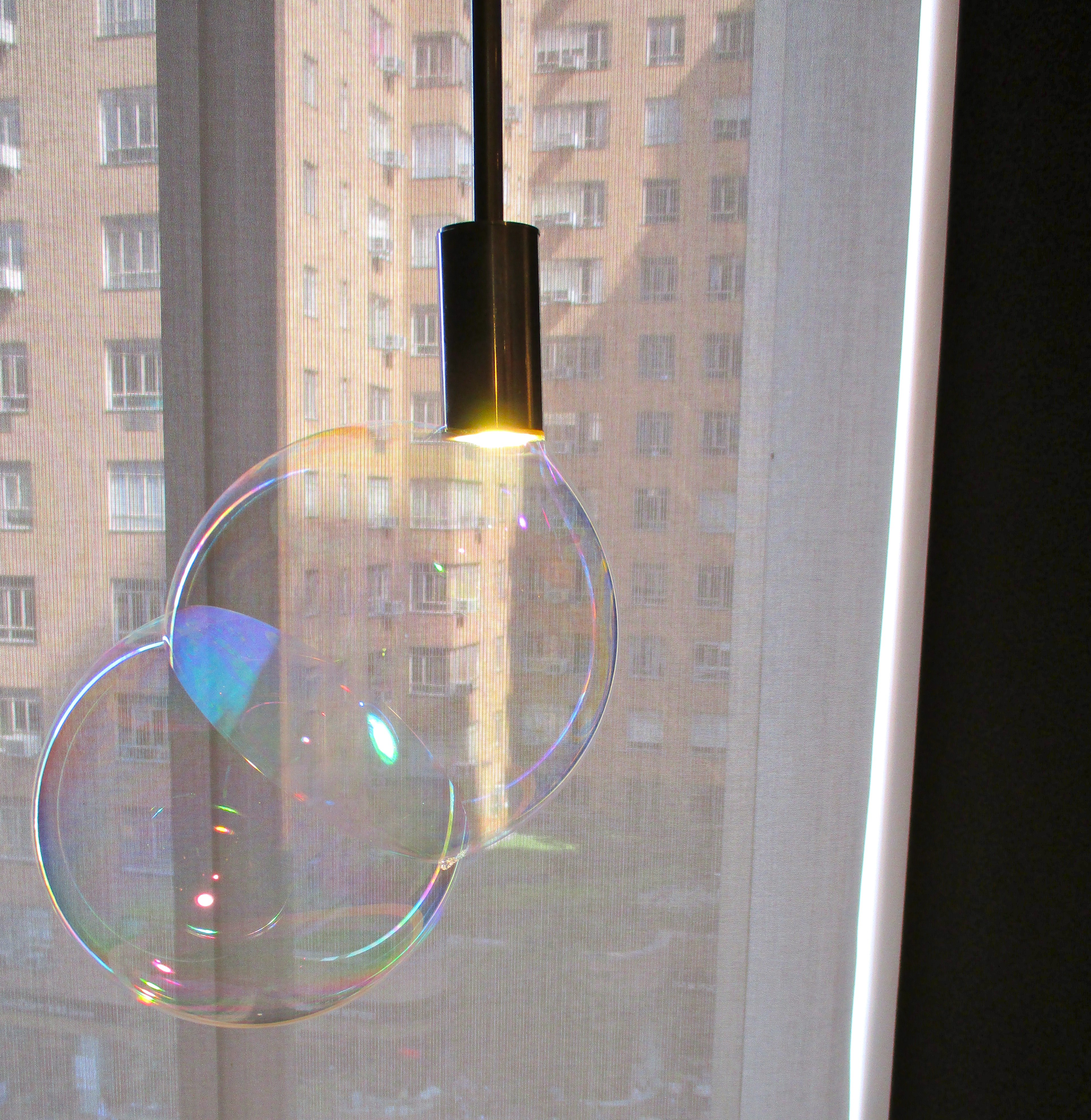 surface tension bubbles lamp by front