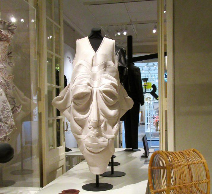 Face Dress Display