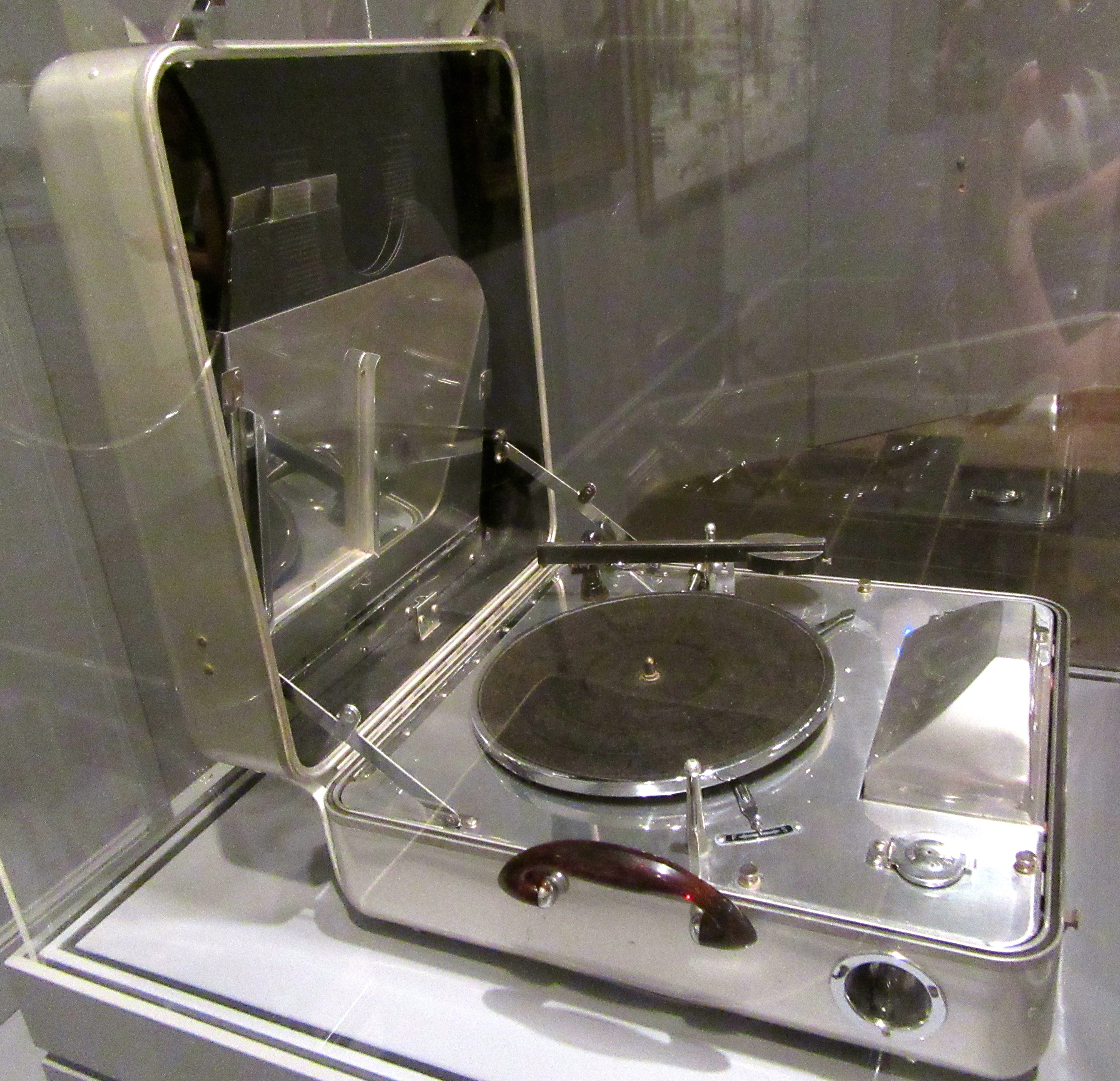 Eye On Design: RCA Victor Special Model K Portable Electric