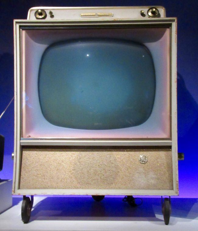 GE Color Television 21C134 1960