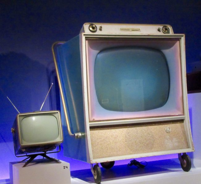 GE Color Television 21C134 1960