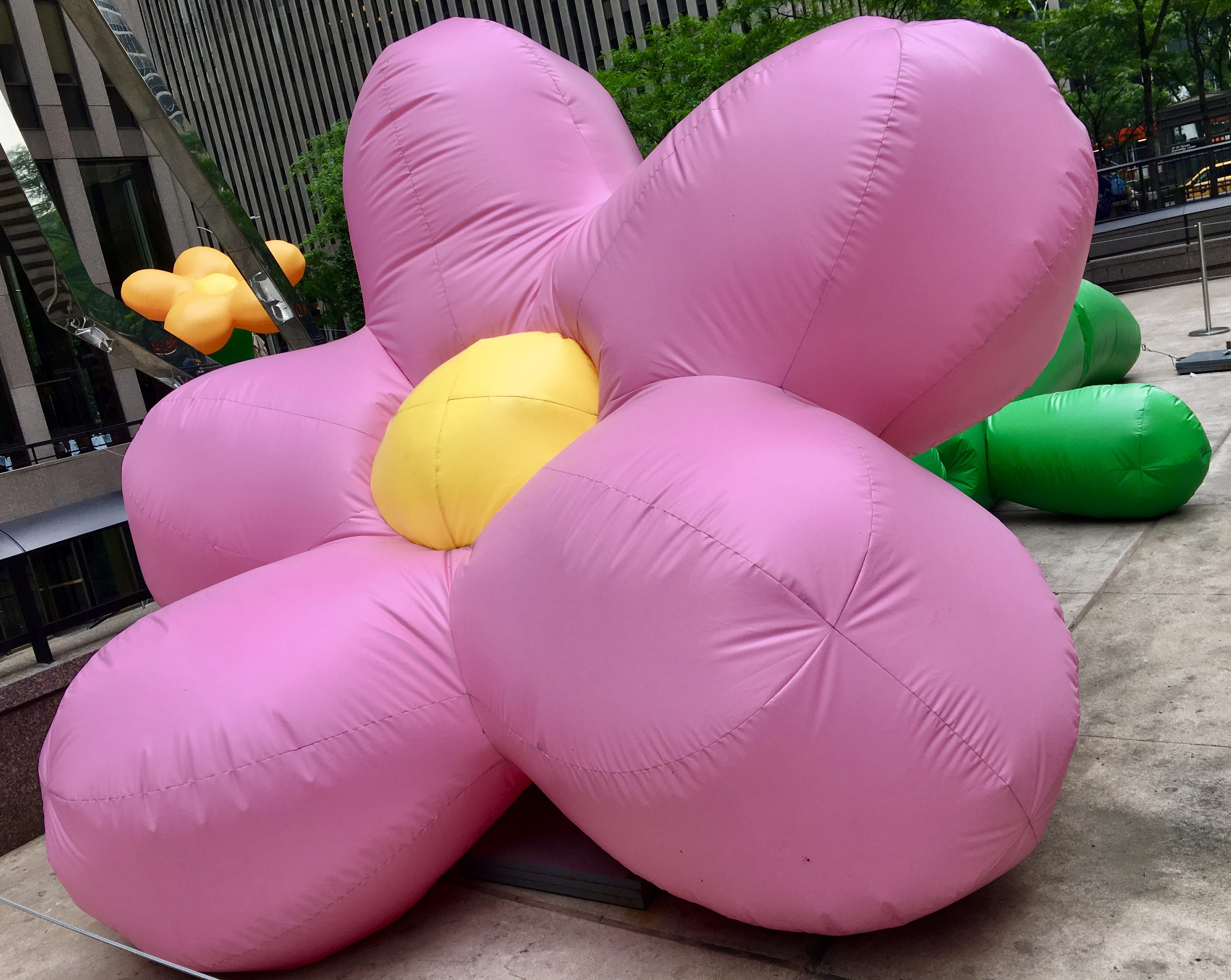 Pink Thing Of The Day Giant Inflatable Pink Flower The Worley Gig