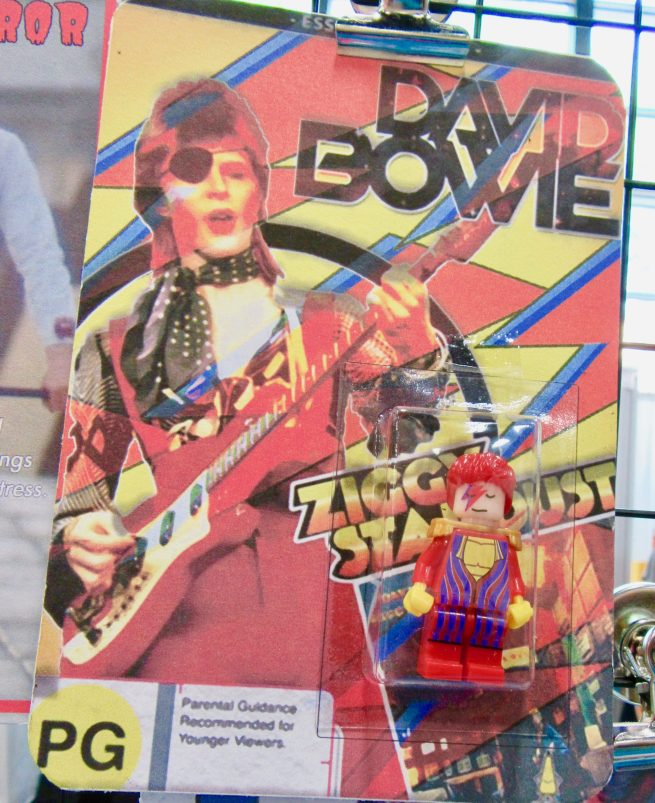 Aladdin Sane Figure 2 Packaging